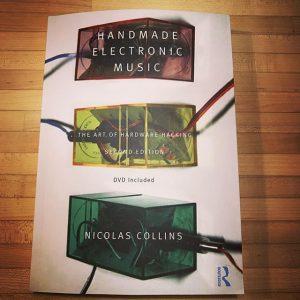 Ich bin dann mal weg. Muss mir kurz ein wenig DIY-Electronic ins Hirn löten. #diy #handmadeelectronicmusic #nicolascollins #knöpfchenliebe