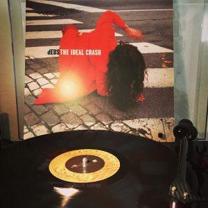 #nowspinning dEUS - The Ideal Crash #alltimefavorite #lieblingsplatte #recordcollection #vinyl #gutemusik #plattensalat #deus